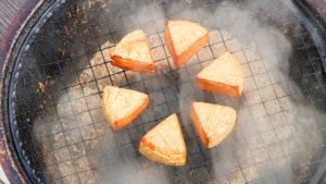 カマンベールチーズを燻製