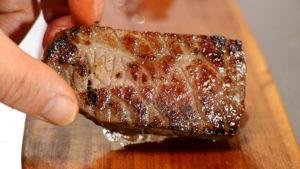 牛肉ハムを焼く