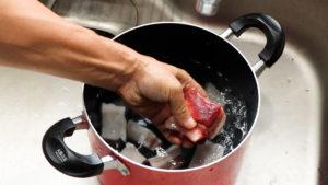 ベーコン作り。塩抜き