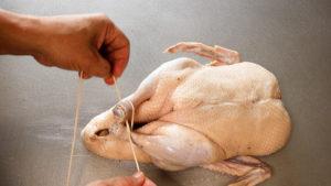 合鴨丸鶏燻製の作り方縛り方
