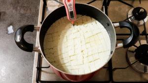 自家製手作りモッツアレラチーズー-カードを作る